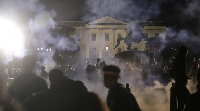 Beyaz Saray önünde çatışma!