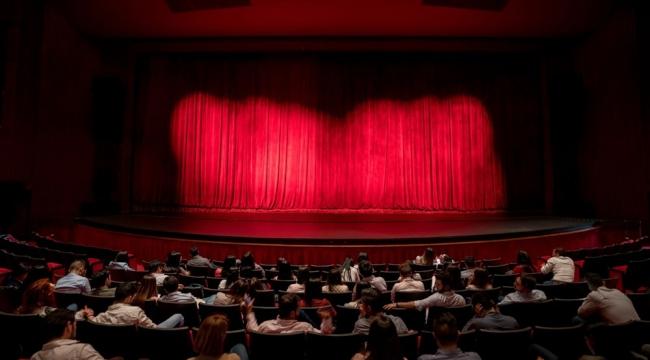 Bakan Yardımcısı'ndan flaş tiyatro açıklaması
