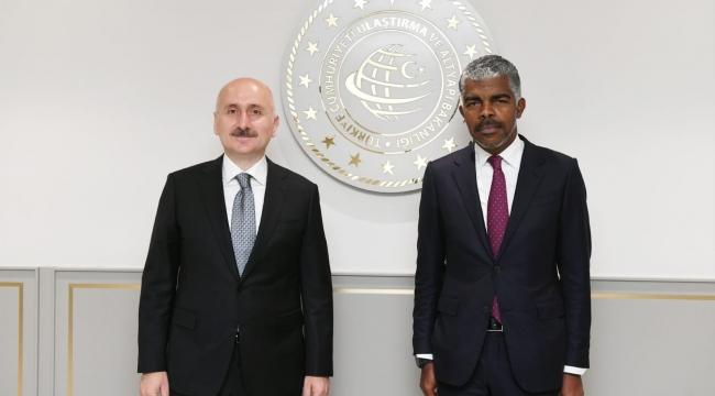 Ulaştırma Bakanı Ricardo Viegas d'Abreu ile bir araya geldi